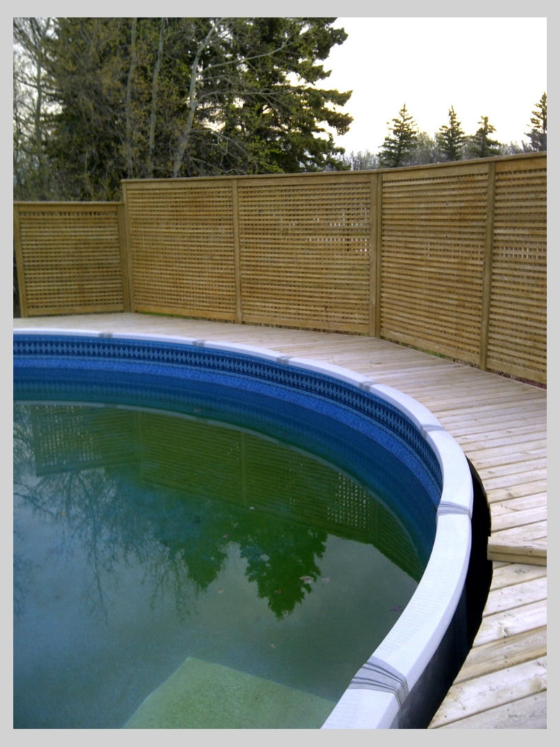 Fence around pool